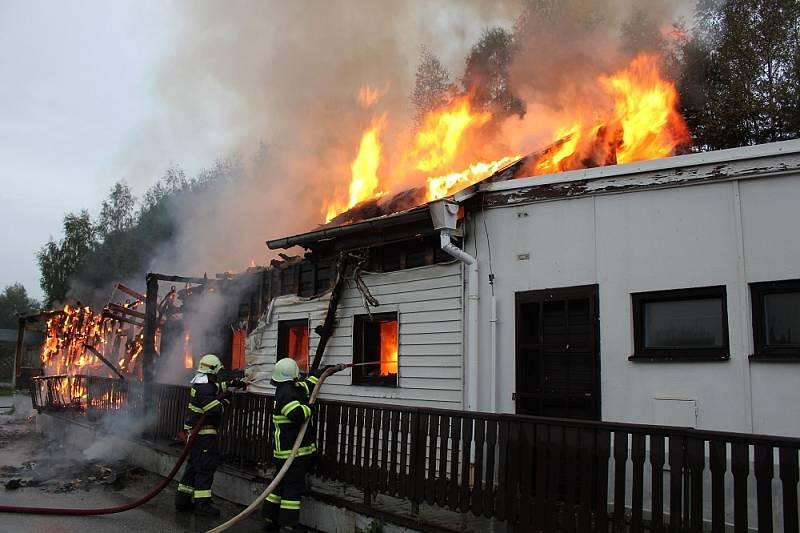 Požár motorestu Dolní Dvořiště.