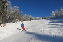 Na Hochfichtu si lyžaři ve středu užívali sluníčko.