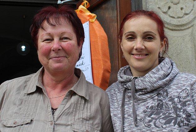 V Benešově tvoří Alice Sládková dcera, která plete výrobky z pediga, ale také její matka Alice Sládková, která zase ráda šije.