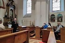Čtení z Bible u kaple Maria Rast am Stein.
