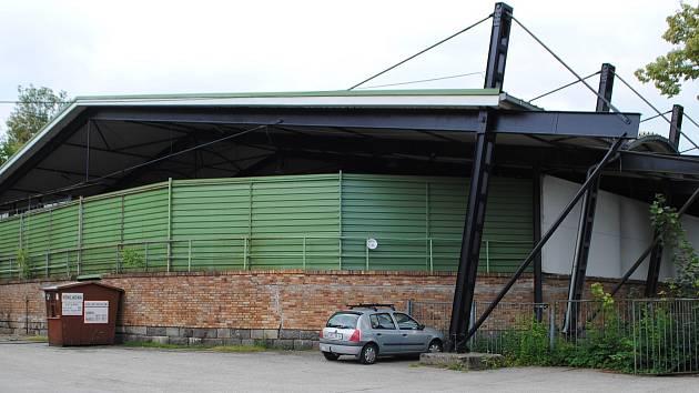 Zimní stadion se opláštění zatím nedočká, do výběrového řízení se nepřihlásila žádná firma.