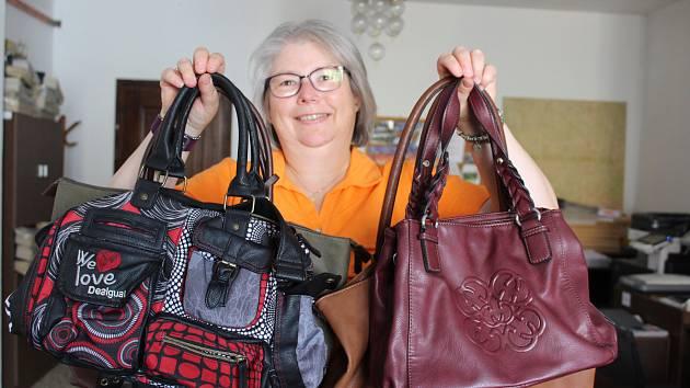 Čtyřmi kabelkami přispěla do Kabelkového veletrhu Katja Rammelt, která pochází z Německa a nyní bydlí poblíž Zátoně.
