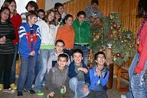 Na vánoční výzdobu natrefí děti z dětského domova takřka na každém kroku. Z šedesáti dětí jich letos Vánoce v dětském domově zažije zhruba patnáct.