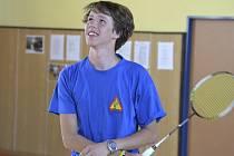 Křemežské badmintonové naděje se mohou radovat (na snímku Jindřich Kukač), neboť při krajském přeboru kategorie starších juniorů U19 kromě dívčího deblu posbíraly všechny nejcennější medaile.