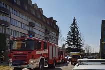Z paneláku v Kaplici bylo kvůli požáru evakuováno patnáct osob.