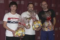 Trojlístek nejlepších hráčů rožmitálského svátečního turnaje – na snímku zleva celkově druhý Patrik Micák, vítězný Miroslav Machoň a třetí Pavel Lattner.