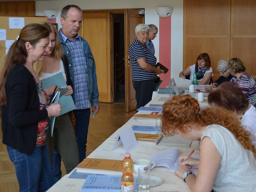 V pátek v Křemži odvolilo 17% voličů, v sobotu dopoledne členky volební komise očekávaly překonání dvacetiprocentní hranice.