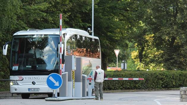 Bus-stop u Chvalšinské silnice.