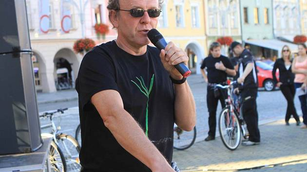 Festival Ekofilm zahájil Jaroslav Dušek například cyklojízdou.