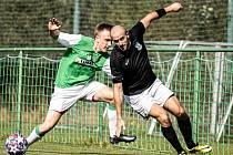 Fotbalisté Boršova nad Vltavou (v zelenobílém) si doma vyšlápli na Dolní Dvořiště a zvítězili 2:0.