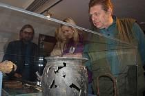 Možnosti poprvé si prohlédnout nové obecní muzeum využily ve Frymburku hned v první den jeho provozu desítky místních obyvatel.