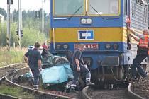 Srážka osobního auta a vlaku v Omlenici.