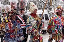 Na masopustní koledu vyrážejí žďárští hasiči už více než dvacet let. Tuto zimní tradici založili společně s chráněnci svatého Floriána z nedalekého Hubenova.