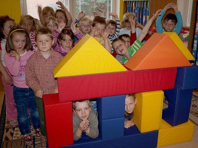 """""""Joooo,"""" odpovídaly děti z MŠ Zubčice svorně na otázku, zda se jim nové interiéry mateřinky líbí."""