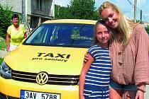 Senior taxi v Českém Krumlově při zahájení provozu.