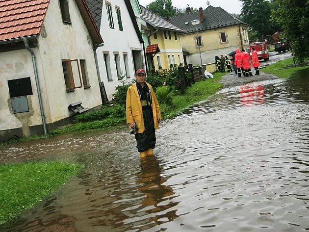 Podle Českého hydrometeorologického ústavu je nutné očekávat silný trvalý déšť až do středečního poledne.