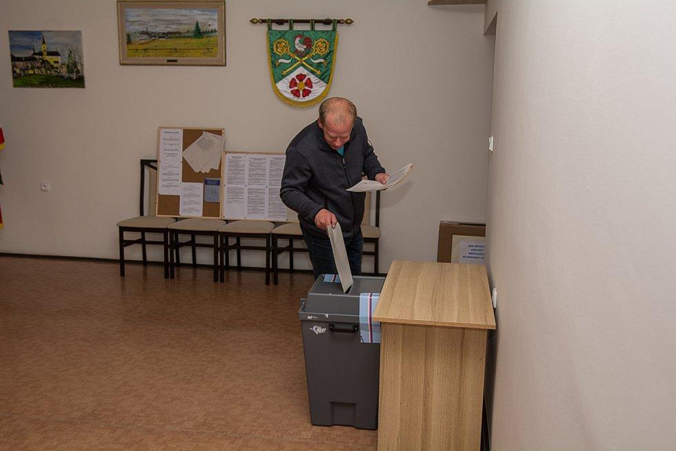 Volby ve Světlíku na Českokrumlovsku.