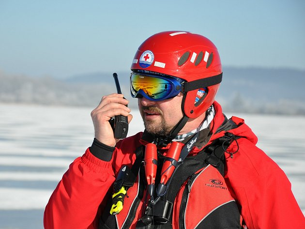 Tomáš Dvořák, civilním povoláním stomatolog, se ve volném čase věnuje vodní záchranařině a potápění.
