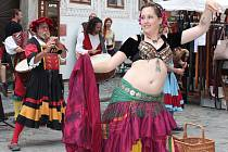 Poslechněte si například muziku hudební skupiny kočujících minstrelů Wolgemut. Jejich muzika vás rozhodně nenechá v klidu, roztančíte se, i kdybyste sebevíc nechtěli.