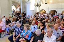 Bohoslužba a setkání příznivců v kostele v Klení.