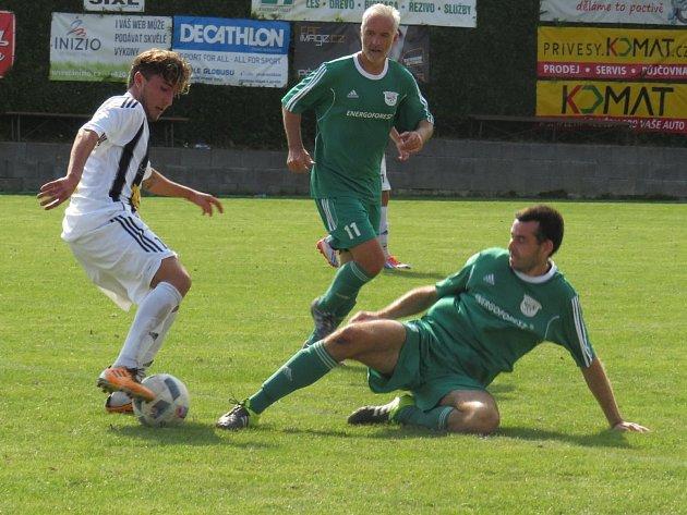 Oblastní I.B třída (skupina A) - 5. kolo (4. hrané): FK Nová Ves / Brloh (zelené dresy) - FK Spartak Kaplice 3:0 (1:0).