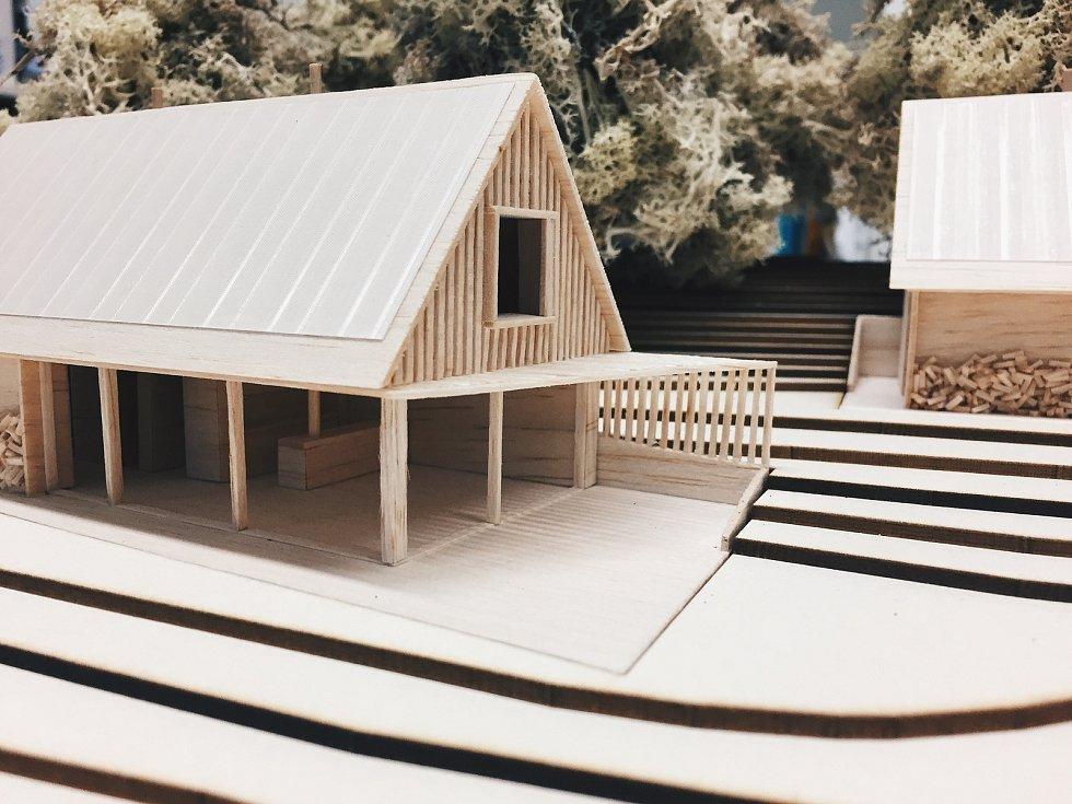 Model Českého soběstačného domu, který vyrostl u Kyselova na Vyšebrodsku, asi 400 metrů od lipenského skiareálu.