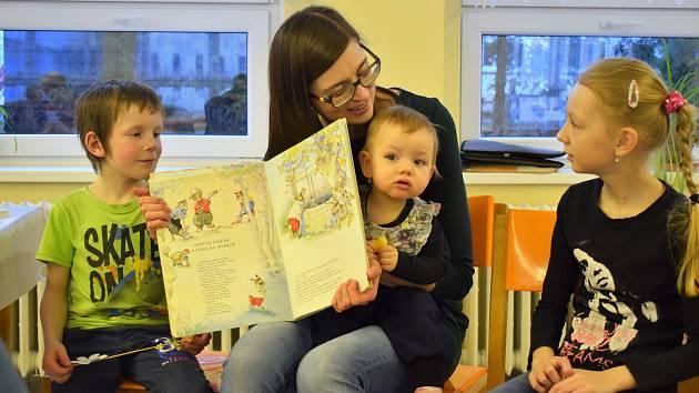 Jarní tvoření pro děti s maminkami v brložské škole připravila Ivana Klementová.
