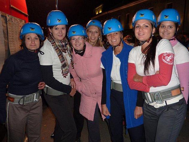 Takto vypadalo netřebické družstvo žen těsně před startem na frymburské soutěži.