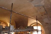 Oprava interiéru kostela.