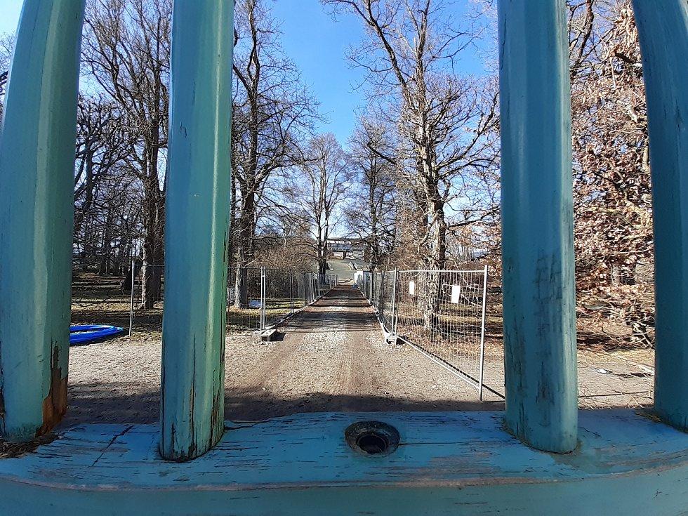 Výhled na rekonstruované otáčivé hlediště v zámecké zahradě.