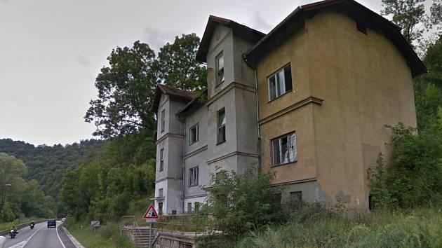 V domě v ulici 5. května na konci Českého Krumlova by mělo být sociální bydlení.