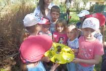 Děti ve školce v Kamenném Újezdu při oslavě Dne Země plnily spoustu úkolu a velmi si to užily.Foto: MŠ Kamenný Újezd
