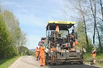 Rekonstrukce povrchu silnice z Kaplice do Malont.