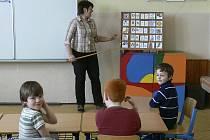 Leona Vejsová ve své třídě.