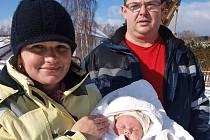 Kateřina a Radek Kronikovi se svým pátým potomkem, dcerou Barborkou, jež přišla na svět doma v obýváku vloni 18. prosince asi pět minut po půl třetí ráno.