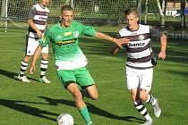 Fotbalisté Roudného (v zeleném) potvrdili v kaplici roli lídra I. A třídy sk. A a zvítězili 3:1.
