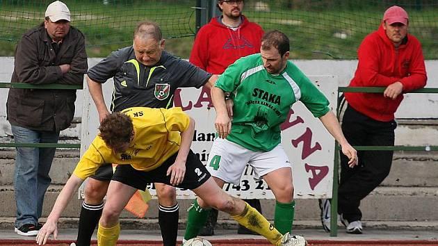 Fotbalové utkání A skupiny oblastní I. B třídy / FK Slavoj Český Krumlov B - SK Lhenice 2:2 (0:2).