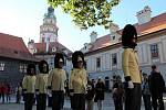 Slavnostním ranním ceremoniálem vztyčování gardových praporů na strážnici zahájili českokrumlovští granátníci Svatováclavské slavnosti 2018.