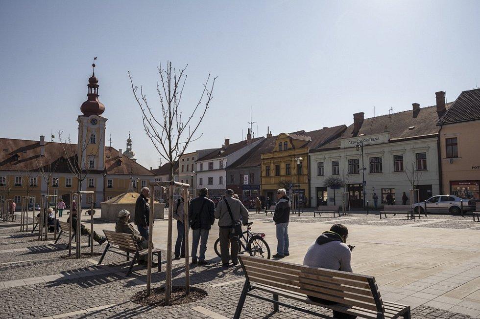 V Kaplici zatmění Slunce pozorovali někteří lidé přímo na náměstí.