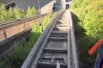 Výtahem! Přejezd orlické přehrady.