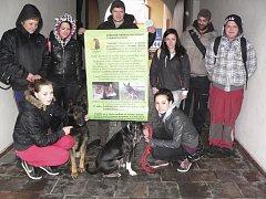 Přátelé psů uspořádali benefiční procházku městem.