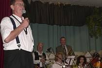 Organizátor heligonkářů Gerhard Scherhaufer je kutil, herec a muzikant.