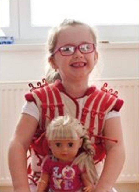 Karolínka Kromková má diparetickou formu dětské mozkové obrny.