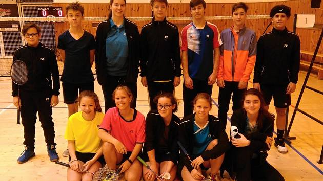 Výprava českokrumlovských badmintonistů na turnaji v Táboře.