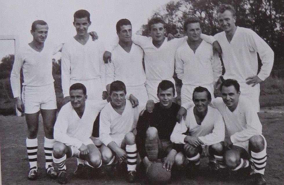 Fotbal v Kaplici píše stoletou historii. Tým mužů 70. let.