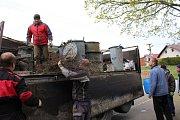 Železný šrot sbírali po Srníně místní dobrovolní hasiči.
