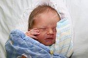 Třiapadesát centimetrů a 3980 gramů. To byly porodní míry Ondry Jakubce, potomka Soni Bicanové a Milana Jakubce zČ. Krumlova, jenž vykoukl na svět 25. června 2015 v9:40. Chlapeček už má dva starší bratry - pětiletého Martina a patnáctiletého Milana.