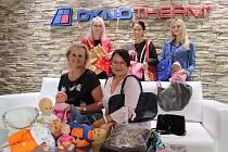 Společnost Oknotherm Kaplice je jedním z každoročních dárců kabelek do charitativní sbírky.