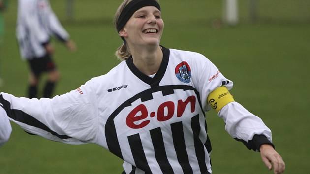 Už v 5. minutě utkání vstřelila rozhodující branku kaplická kapitánka Pavla Křivová.