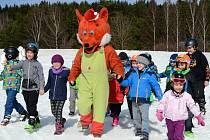 O zábavu na sněhu se stará lišák Fox.